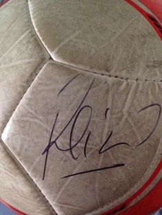 Balón firmado por reina