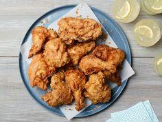 Buttermilk Fried Chicken, Oven Fried Chicken, Fried Chicken Recipes, Buttermilk Recipes, Chicken Recipes Food Network, Chicken Milk, Onion Chicken, Organic Chicken, Stuffed Whole Chicken