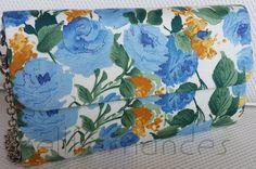Carteira nellfernandes em algodão italiano floral em tons de azul.