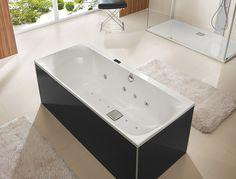 Отдельно стоящая ванна с гидромассажем в едином стиле с душевой кабиной. #отдельно_стоящая_ванная #душевая_кабина