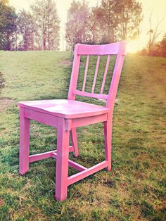 My new pink chair | Thrift store + spray paint