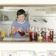特集「自家製シロップをつくろう」が、全4話の連載でスタートします。過去の「梅シロップ」や「レモンシロップ」のレシピ特集は、有り難いことにたくさんのお客さまから反響をいただきました。「今年は梅シロップの