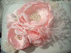 Artículos similares a Couture rosa flor venda, venda del bebé, bebé lactante niños diadema, fotografía Prop, hecho a mano, rosa / rosa flor diadema en Etsy