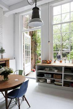 Kitchen Windows / James van der Velden