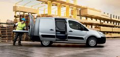 The is characterised by its modularity and load capacity, for which it is a benchmark in its category. Peugeot, Showroom, Van, Vehicles, Car, Vans, Fashion Showroom, Vehicle, Vans Outfit