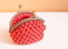 Sensational Benefiting From Beginners Crochet Ideas. Awesome Benefiting From Beginners Crochet Ideas. Crochet Wallet, Crochet Coin Purse, Crochet Purses, Crochet Bags, Coin Purse Pattern, Pouch Pattern, Love Crochet, Diy Crochet, Crochet Designs