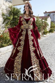 Latest Bridal Dresses, Wedding Dresses For Girls, Fancy Dress Design, Bridal Dress Design, Indian Designer Outfits, Designer Dresses, Turkish Wedding Dress, Simple Dresses, Beautiful Dresses
