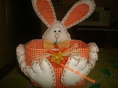 MANIA DE FUXICAR: coelhinhos feitos com pote de sorvete