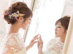 シニヨンのブライダルヘアに花を飾る方法まとめ | marry[マリー] Dry Flowers, Flowers In Hair, Bangs Updo, Rustic Wedding Hairstyles, Bridal Makeup, Bridal Accessories, Wedding Photos, Hair Styles, Jewelry