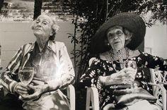 sylvia-plachy_two-ladies-in-charleston-1984.jpg (800×531)