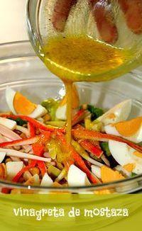 Vinagreta de mostaza | LAS SALSAS DE LA VIDA. Ingredientes 4 cucharadas de aceite de oliva. 2 cucharadas de vinagre de vino blanco. 2 cucharadas de jugo de limón. 1 cucharada de mostaza. Pimienta negra molida. Preparación Mezclamos en un bol el aceite de oliva, el vinagre y la mostaza. Añadimos el jugo de limón, la pimienta al gusto, y removemos hasta que se mezclen bien todos los ingredientes.