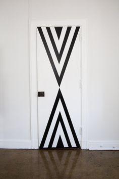 DIY Cheap and Easy Decorating Hacks - How to Decorate Your Door Painted Bedroom Doors, Painted Doors, Door Design, Wall Design, Porte Diy, Teen Vogue, Wall Painting Decor, Door Murals, Unique Doors