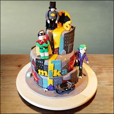 Gotham-city cake! Playfull cake with a rich strawberry-vanilla cream filling