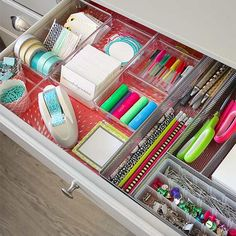 Creative Ways to Declutter Drawers Use our quick tricks and shortcuts for decluttering and organizing drawers in a purposeful way that will help keep the clutter away. Desk Drawer Organisation, Kitchen Cupboard Organization, Office Organization Tips, Drawer Organisers, Storage Organization, Organizing Drawers, Organizing Clutter, Organizing Ideas, Organizing Solutions