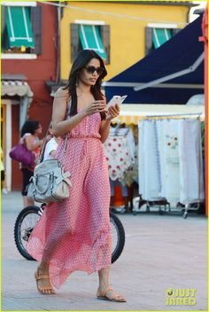 Freida Pinto: Venice Sightseeing with Gabrielle Union & Dwyane Wade!: Photo Freida Pinto goes on a sightseeing tour on Burano Island with her pals Gabrielle Union and Dwyane Wade on Friday (August in Venice, Italy. Sightseeing Outfit, Freakum Dress, Freida Pinto, Celebrity Look, Western Wear, Juicy Couture, Short Dresses, Celebs, Street Style