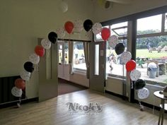 Having a poker themed party, then why not add some balloons to enhance the experience. As you can see here we created this poker themed balloon arch over the entrance.