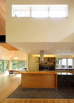 Separate the kitchen with the rest of the house with a simple transition of floor materials