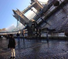 """""""My friend is studying abroad in London and took a failed panorama."""" by wisconsin_cheese_ in pics - Imgur"""