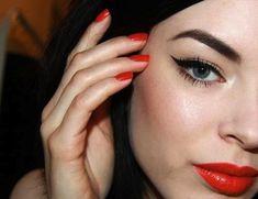 red-lip-black-winged-eyeliner.jpeg 651×501 pixels