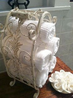 Upcycled / Repurpose Old Wine Rack to Beautiful Towel Holder! Upcycled / Repurpose Old Wine Rack to Beautiful Towel Holder! Repurposed Items, Repurposed Furniture, Muebles Shabby Chic, Primitive Bathrooms, Country Bathrooms, Primitive Homes, Primitive Kitchen, Primitive Decor, Country Primitive