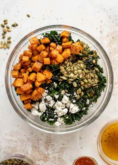 This butternut squash kale salad is so easy and delicious! Roasted, smoky butternut squash, goat cheese, pepitas and apricot vinaigrette. Squash Salad, Kale Salad, Soup And Salad, Quinoa Salad, Vinaigrette, Roasted Butternut, Butternut Squash, Vegetarian Recipes, Healthy Recipes