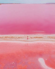 Hutt Lagoon is a pink lake on the west coast near the town of Gregory. This very small town is located on a narrow spit between the ocean and the pink lagoon. Australia Map, Pink Lake Australia, Western Australia, Visit Australia, Nature Rose, Pink Nature, Pink Photography, Scenery Photography, Night Photography