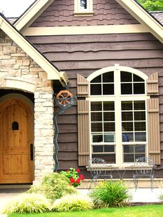 Water wheel downspout with music box. http://impressivemagazine.com/2014/12/31/30-downspouts-and-rain-chains-creative-designs/