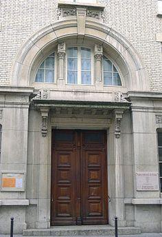 Entrée discrète du Temple protestant du Foyer de l'Âme, rue Charles Wagner à Paris 11ème