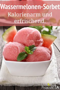 Gesundes Eis selber machen A watermelon sorbet refreshes and tastes heavenly. Since the melon alread Cream Recipes, Vegan Recipes, Drink Recipes, Watermelon Sorbet, Frozen Yoghurt, Healthy Ice Cream, Food Categories, Calories, Summer Drinks