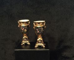 PAIR  OF  URNS with LIDS  1:12 scale ~Dollhouse Mini ~ Hand Painted ~ Room Box