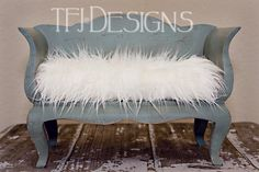 Slightly in LOVE with this chaise bed prop!