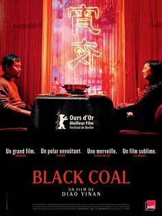 "Titre du film :  - international : Black Coal, Thin Ice. - chinois : 白日焰火, Bai Ri Yan Huo ou traduit littéralement ""Feu d'artifice en plein jour"""