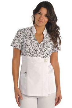 Como hacer el molde me gusta este Cute Scrubs Uniform, Spa Uniform, Scrubs Outfit, Dental Scrubs, Medical Scrubs, Medical Uniforms, Work Uniforms, Nursing Clothes, Nursing Tops