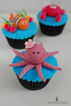 My Pretty Little Octopus! by Little Cottage Cupcakes, Cat Cupcakes, Cupcake Art, Fondant Cupcakes, Cupcake Cakes, Cupcake Ideas, Cup Cakes, Under Sea Cake, Character Cupcakes, Ocean Cakes