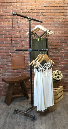 a7fdd6b8efe58abf38e124ece6457c9c  clothing displays clothing racks