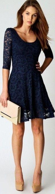 Vestido Azul con complementos en tonos nude