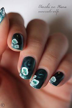 http://www.nails-art.fr/article-fleurs-hypnotiques-113648351.html