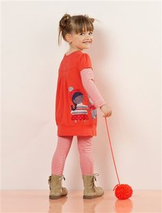 Dieses süße Mädchenset von Vertbaudet aus Kleid und Leggings punktet mit Tragekomfort, langen Ärmeln und einem cleveren Design, welches schon den Kleinsten das Selber-Anziehen leicht macht.