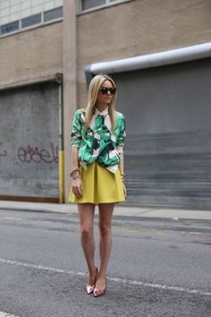 Street style - Pencey palm print bomber style jacket, teamed with citrus yellow tailored skirt & pink metallic heels Streetwear, Atlantic Pacific, St Style, Palm Print, Tropical Prints, Mellow Yellow, Mode Outfits, Street Chic, Street Fashion