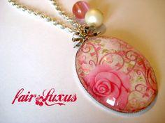 """Wunderschöne, elegante Silberkette mit romantischem """"Rosen""""-Anhänger, sowie zwei farblich abgestimmten rosanen und crémefarbenen Perlen und einer silb"""