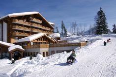 Hôtel Chalet RoyAlp & Spa. Chic et décontracté, cosy et design, le Chalet RoyAlp Hôtel & Spa membre des Leading Hotels of the World, vous invite à des moments de détente dans un cadre d'exception. Hiver comme été le Chalet RoyAlp est un havre de paix situé au cœur de la station de Villars-sur-Ollon dans les Alpes suisses. Avec une vue panoramique imprenable sur les montagnes environnantes, il est le refuge idéal pour toute personne désireuse de se ressourcer. Hotel Chalet, Refuge, Le Havre, Comme, Restaurants, Hotels, Snow, House Styles, Design
