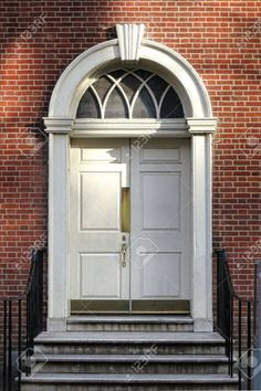 Georgian colonial architecture style old historic building entry door and steps with Adams detail semicircular fan lite above and keystone lintel at Independence Hall in Philadelphia Pennsylvania Stock Photo - 17248735 Georgian Doors, Georgian Era, Colonial Architecture, Historical Architecture, Front Door Steps, Beautiful Front Doors, Independence Hall, Entry Doors, Pennsylvania