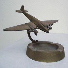 Online veilinghuis Catawiki: Art Deco asbak met vliegtuig - België, 20er/30er jaren