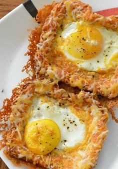 Baked Egg Toast Cheesy Baked Egg Toast on a plate.sounds like breakfast for dinner to me!Cheesy Baked Egg Toast on a plate.sounds like breakfast for dinner to me! Breakfast For Dinner, Breakfast Dishes, Breakfast Recipes, Breakfast Plate, Mexican Breakfast, Breakfast Sandwiches, Breakfast Pizza, Brunch Recipes, Dinner Recipes