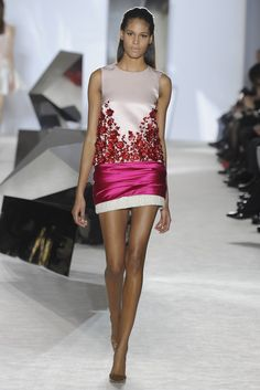 Giambattista Valli Couture Spring 2014 - Slideshow - Runway, Fashion Week, Fashion Shows, Reviews and Fashion Images - WWD.com