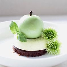 "1,885 Likes, 6 Comments - chefsplateform@gmail.com (@chefsplateform) on Instagram: ""Green Apple Cake. By @world_food_radar via @PhotoAroundApp. Use #chefsplateform to get…"""