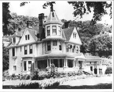 This was the home of Mr. and Mrs. Doran Hinchman, Hinchman and Cole Street, Logan WV.  Courtesy of  Frank Adams