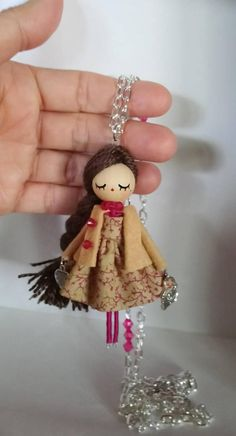 miniature dolls handmade handpainted size: inches The length of the chain 85 cm / inch approx. We can put it longer or shorter, as you choose. Small dolls made by hand and with a Felt Fairy, Clothespin Dolls, Fairy Dolls, Soft Dolls, Doll Crafts, Miniature Dolls, Beautiful Dolls, Creations, Etsy