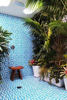 outdoor shower+tiles