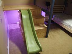 Ikea Trofast als Treppe, mit Rutsche und Tischplatte als Höhle